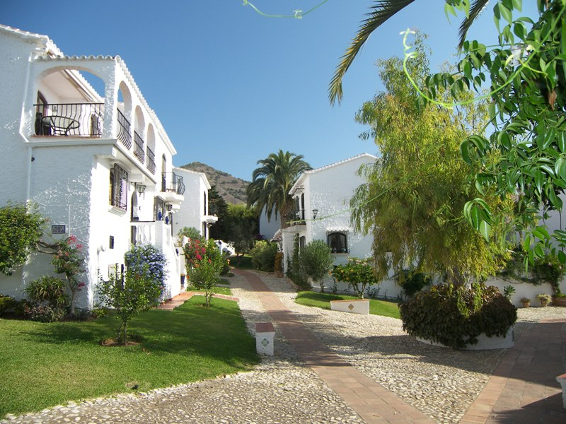 Apartment to alquiler in el capistrano village ref casa for Casa jardin nerja