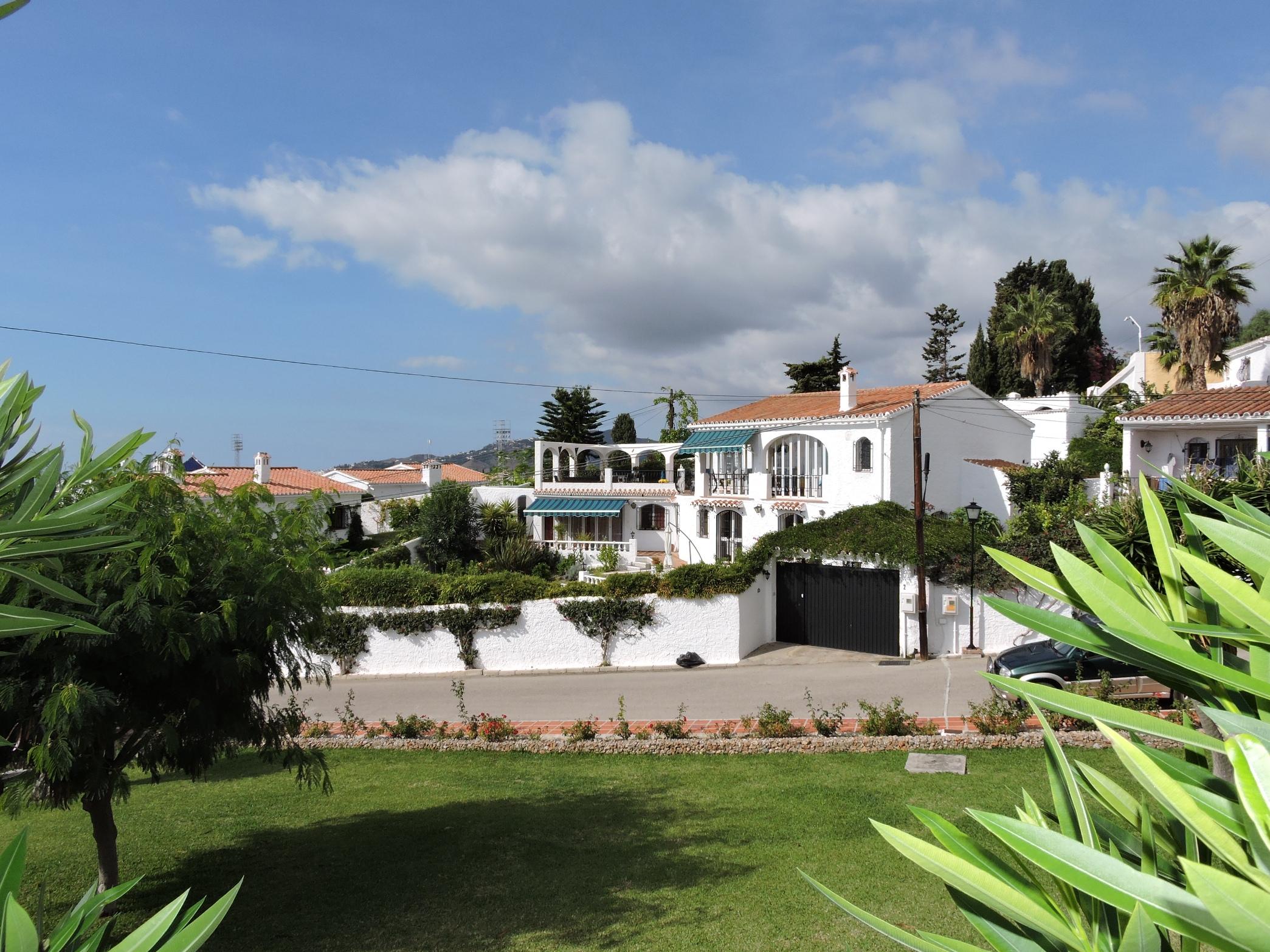 Villa con piscina privada para alquiler en el capistrano for Alquiler villas con piscina privada