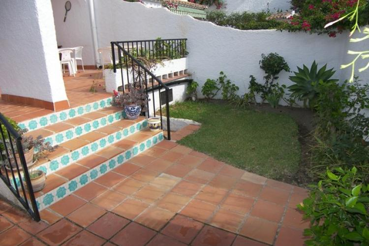 Apartment to alquiler in el capistrano village ref casa for Ver casas con jardines